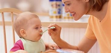 Bebeğin Katı Besinlere Geçişi Nasıl Olmalıdır?